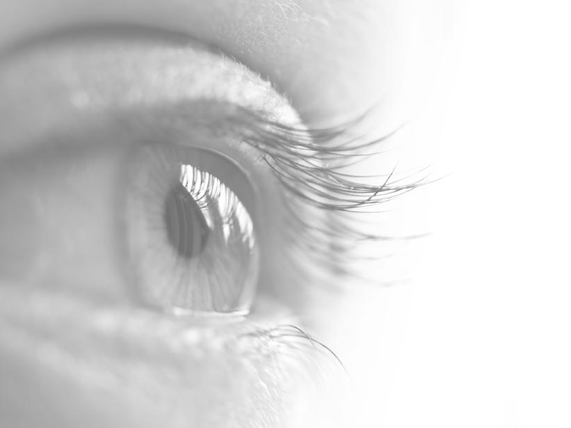 Misurazione vista con professionista ottico